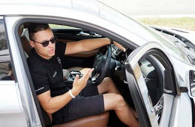 Cách chỉnh tư thế ngồi phù hợp khi điều khiển ô tô