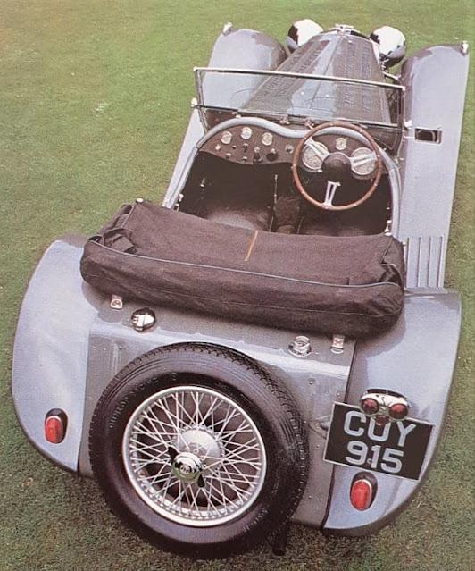 """A foto deste Jaguar SS-100 foi publicada originalmente no livro """"Les Grandes Marques"""" da editora Gründ, em 1982, na França."""