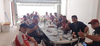,Em Guarabira Coordenador de apoio do HRG Edrise Xavier se confraterniza com equipe de apoio ladeado polo Diretor Administrativo Edinho da farmácia