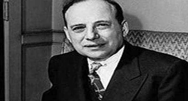 """The author of the book """"Benjamin Graham"""" was the chairman of the """"Government Employees Insurance Company (GEICO)"""" at that time. Buffett investigated that the head quarter of this company was in New York and the office of Benjamin Graham was also there. Without wasting another minute, the Warren Buffett took a train and started his journey towards New York."""