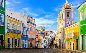 Salvador essa cidade linda e encantadora está fazendo aniversário, a cidade comemora seus 471 anos no dia 29 de Março, data em que foi fundada em 1549 por Tomé de Sousa, governador geral do Brasil. E o blog não poderia deixar de falar dessa cidade, hoje vamos conhecer alguns pontos turísticos da cidade com belas paisagens: