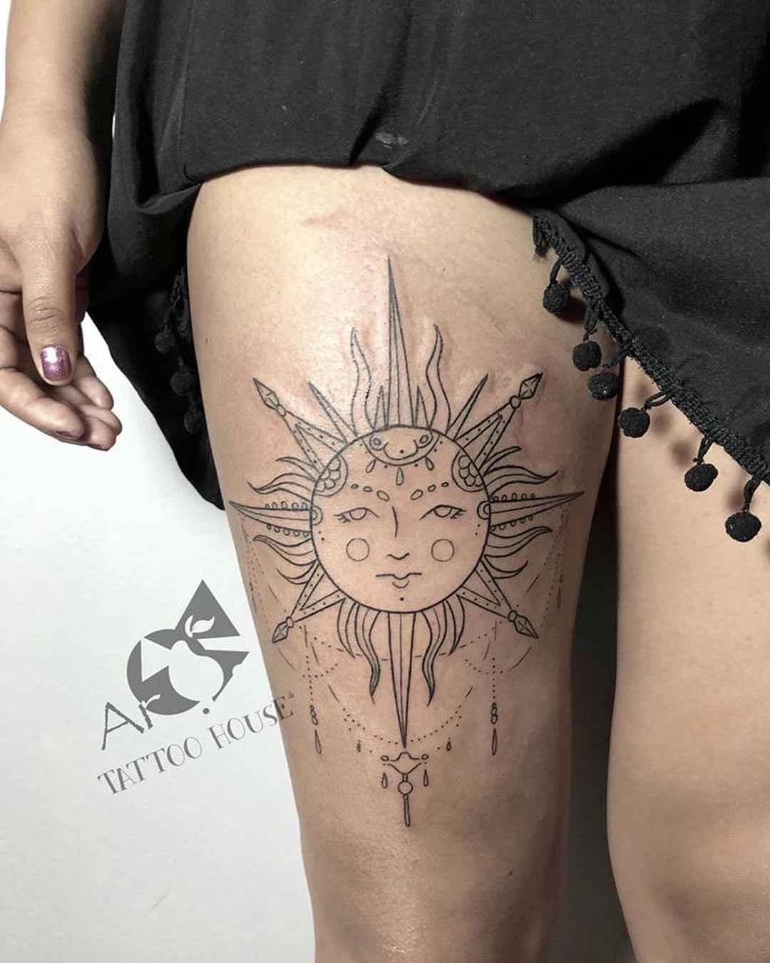 Tatuaje de sol y luna para piernas