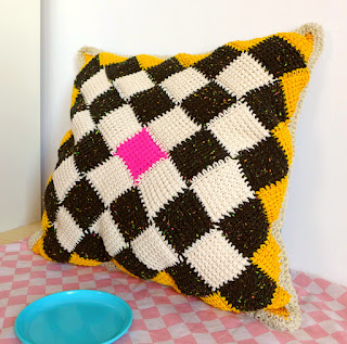 FREE PATTERN for Tunisian crochet entre-lac Pillow