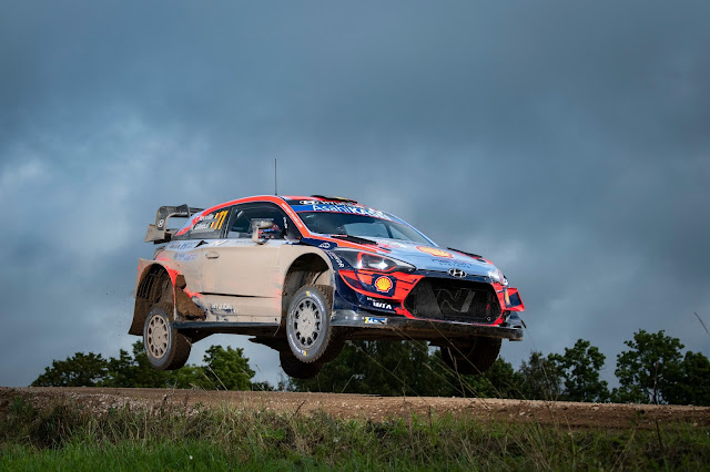 Hyundai WRCar going over a jump at rally estonia