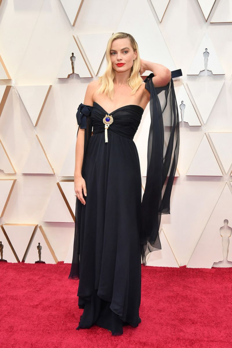 Margot wore a navy blue Chanel gown from the Spring-Summer 1994 Haute Couture collection