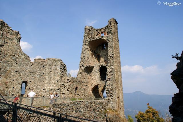 Le rovine della Torre della Bell'Alda alla Sacra di San Michele