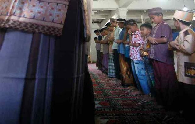 Jamaah Tarekat Naqsabandiyah Kota Padang Malam ini Gelar Takbiran Rayakan Idul Fitri