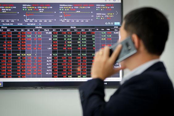 Bán cổ phiếu sau bao lâu tiền về tài khoản ?