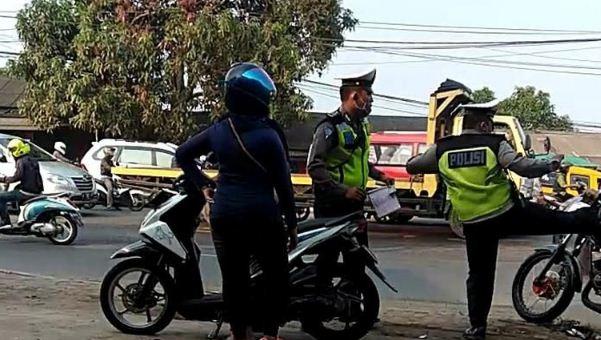 Viral Video Polisi Tendang Pemotor, Ini Faktanya