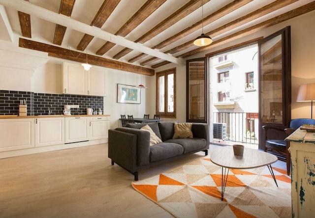salón y cocina en un mismo espacio