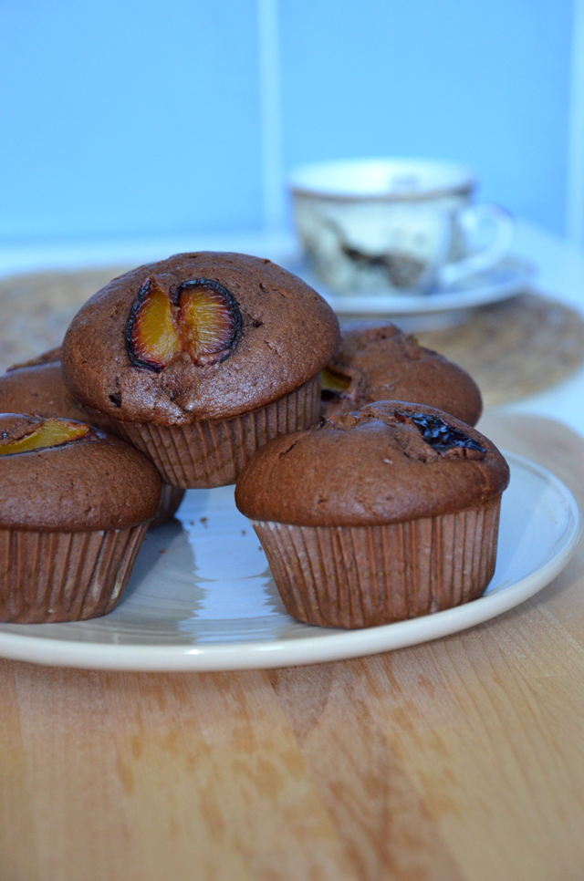 Mam ochotę na słodkie - kakaowe muffiny ze śliwkami