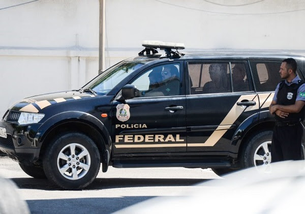 Carro da Policia Federal (Foto: Tânia Rêgo / Agência Brasil)