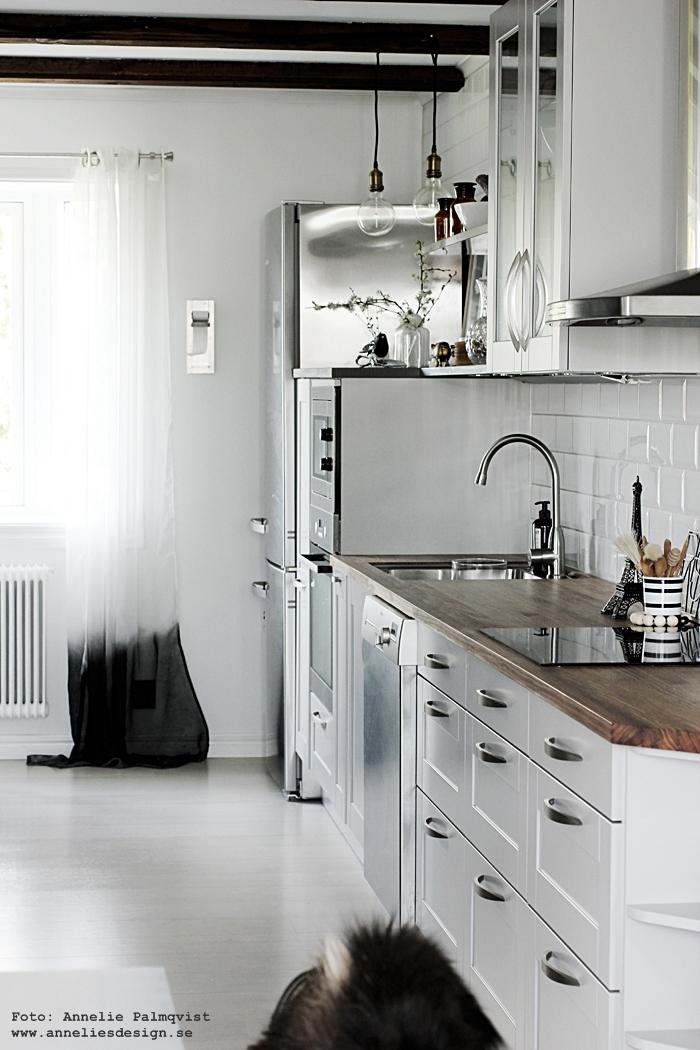 kök, köket, industriellt, industrial, industristil, dip dye gardiner, diy, vitt, svart och vitt, svartvit, diskbänk, moccamaster, bänkskiva, inredning