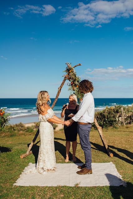 SUNSHINE COAST WEDDING CELEBRANT MARRIAGE KATIE TAKES A PICTURE