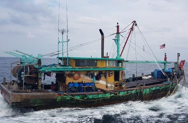KKP Amankan Kapal Tangkap Ikan Ilegal Malaysia di Perairan Selat Malaka
