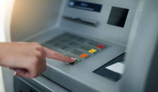 2000 निकालने पहुंचे लोगों को ATM से मिले 20 हजार रुपये - newsonfloor.com