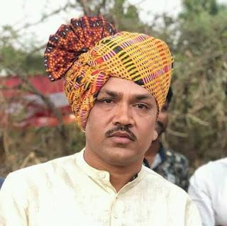 ग्राम अजंदा के पांच परिवार को विधायक मुकेश पटेल ने 10-10 हजार रूपए की आर्थिक सहायता दी