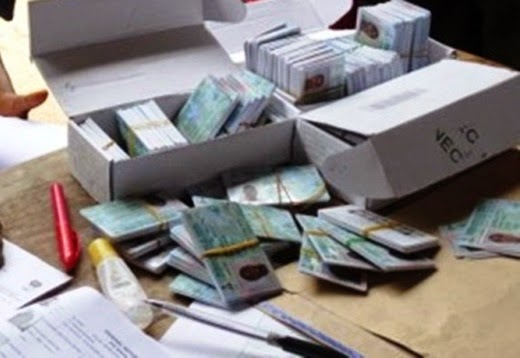 PDP And APC Clash As PDP Chieftain Was Allegedly Found With 500 PVCs In Benin City
