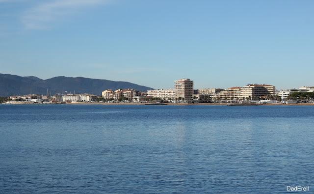 Fréjus vue depuis Saint-Raphaël