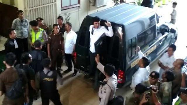Tiba di Rutan Cipinang, Ahmad Dhani Hanya Ucapkan Satu Kata