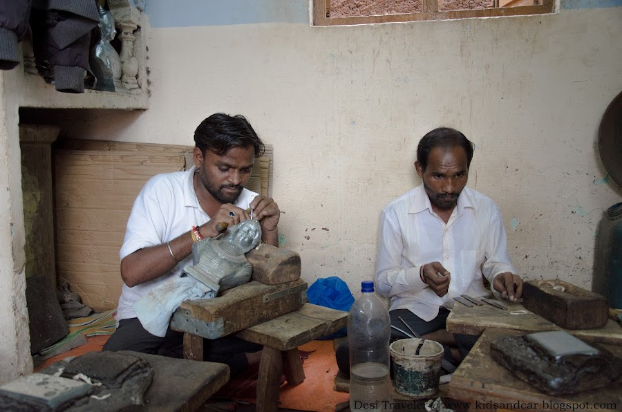 artisans working with tools to make Bidari work