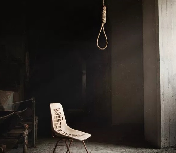 22 years old committed suicide in Tirana by hanging himself