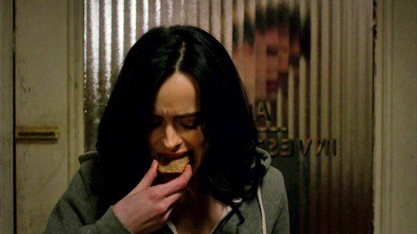 Jessica Jones eating a slice of Ruben's banana bread (S1 E5)