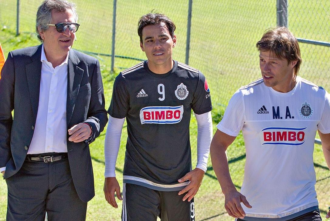 Jorge Vergara con Bravo y Almeyda.