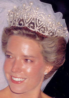 pearl diamond loop tiara cartier spain queen maria christina simoneta borbon