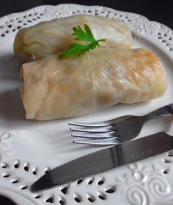 Gołąbki Babci z Farszem Wieprzowo-Wołowym, Ryżem i Kaszą - Przepis - Słodka Strona