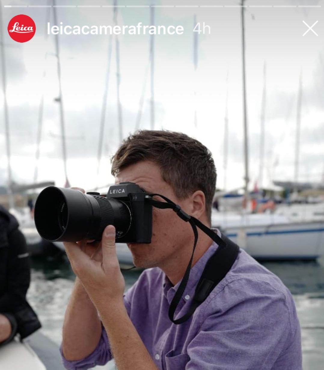 Leica SL2 в руках фотографа