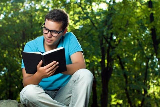 baca buku favorit