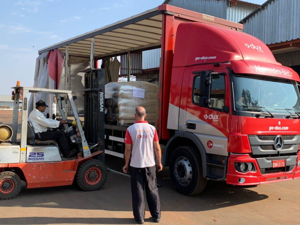 Crise no transporte marítimo leva empresa a exportar café em avião comercial