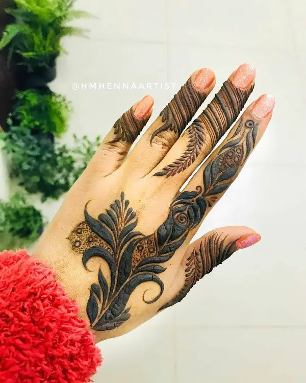 Stylish-leaves-black-mehndi-design