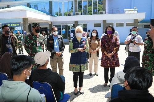 Atalia Praratya Tinjau Pelaksanaan Serbuan Vaksinasi COVID-19 di Seskoau Lembang