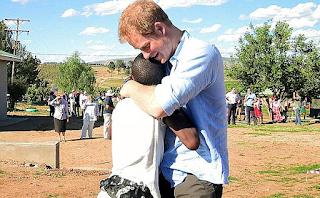 O πρίγκιπας Χάρι κάλεσε στον γάμο του ένα ορφανό αγόρι που είχε γνωρίσει στην Αφρική