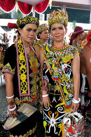 mengenal pakaian suku dayak   pakarsandang   berbagi info