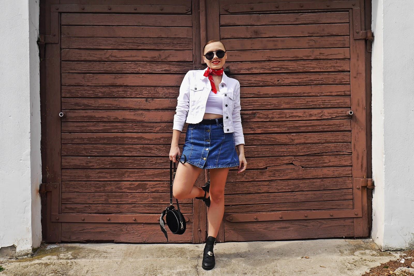 spódnica jeansowa biała kurtka czerwona apaszka wycięte botki renee karyn blog modowy blogerka modowa stylizacja blog ze stylizacjami dla kobiet bonprix