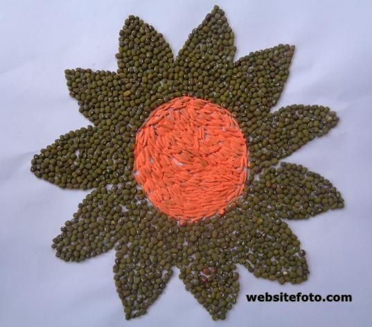 Contoh Kolase Gambar Bunga dengan Biji Kacang Hijau dan Padi