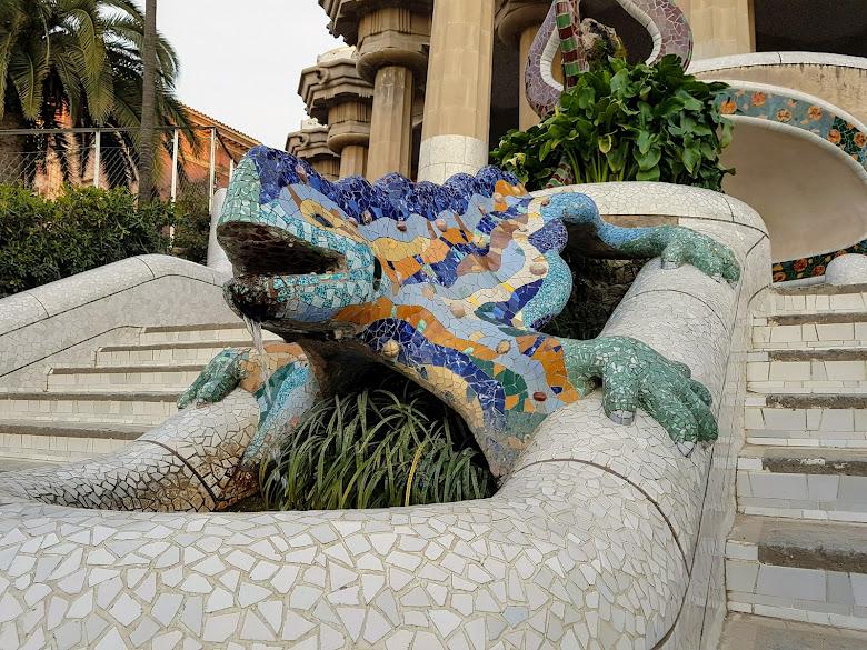高第 (Gaudi) 著名的標誌–龍 (Dragon)