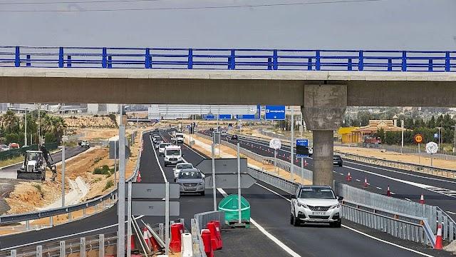 Transportes habilita un carril por sentido de los nuevos accesos al aeropuerto de Alicante-Elche
