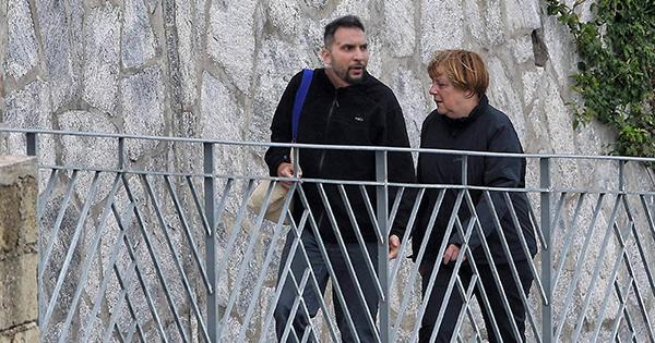 Unglaublicher Verdacht: Wird Attila Hildmann von Merkel bezahlt, um die Querdenker-Szene lächerlich zu machen?