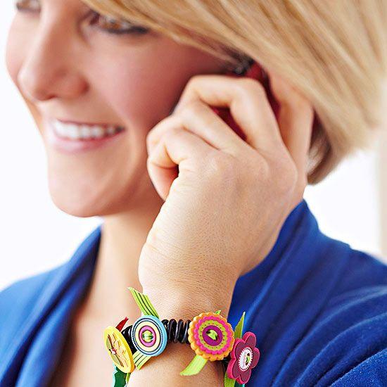DIY Christmas gift idea - Crafty Button Bracelet