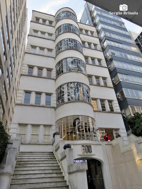 Vista ampla da fachada do Edifício Maria Helena - Higienópolis - São Paulo