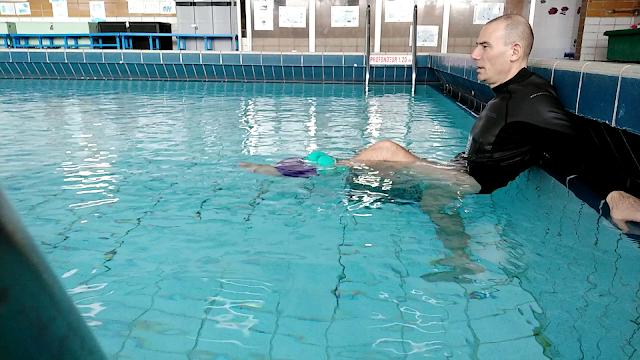je teste des mouvements d'étirements passifs pour cours d'hydrozen