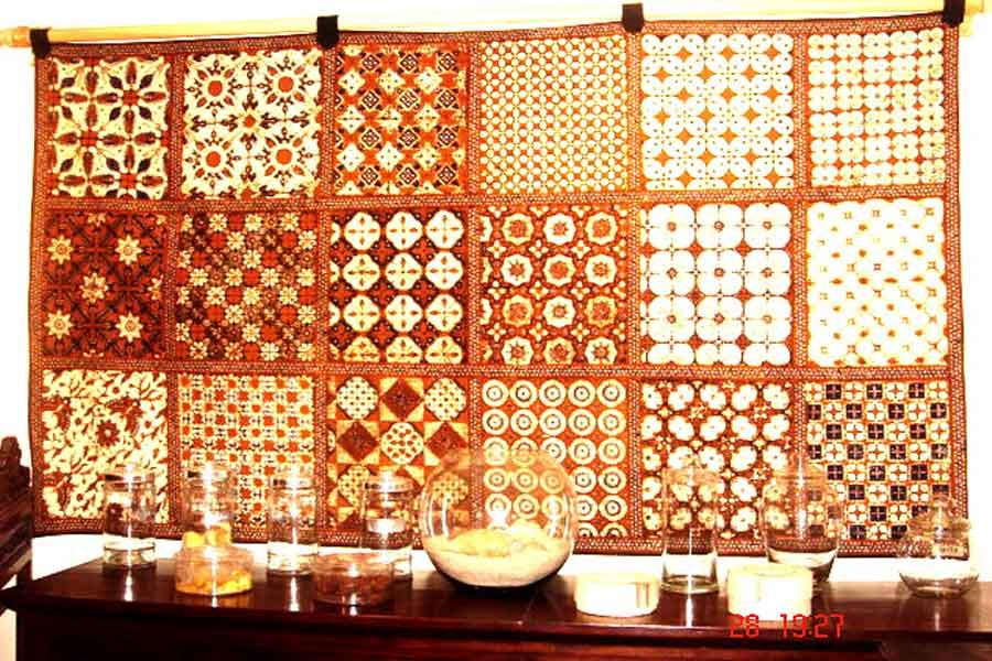 ornamen hiasan batik pada dinding