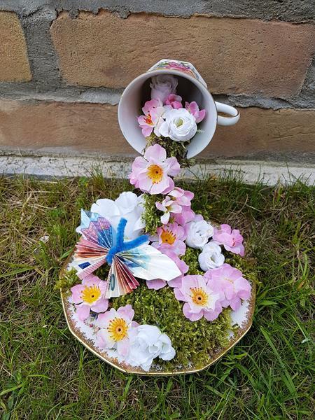 schwebende Tasse als Geburtstagsgeschenk-recyceln