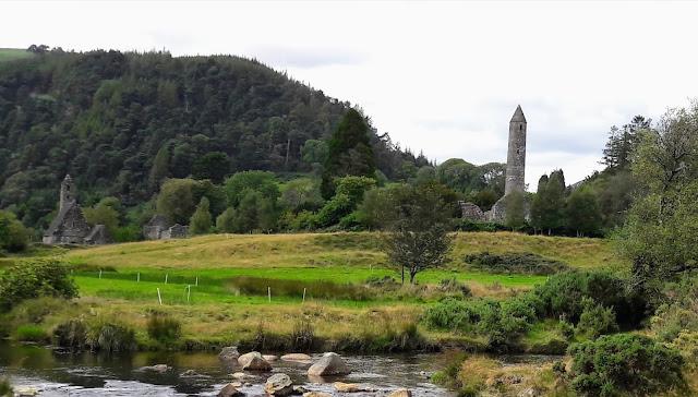 Glendalough Monastic City rauniot ruins