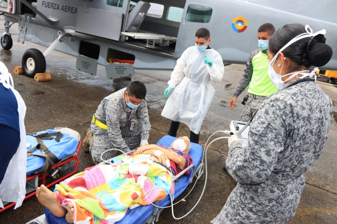 Fuerza Aérea Colombiana salva la vida de adulto mayor de 93 años