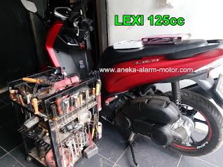 Cara pasang alarm motor Yamaha LEXI 125cc